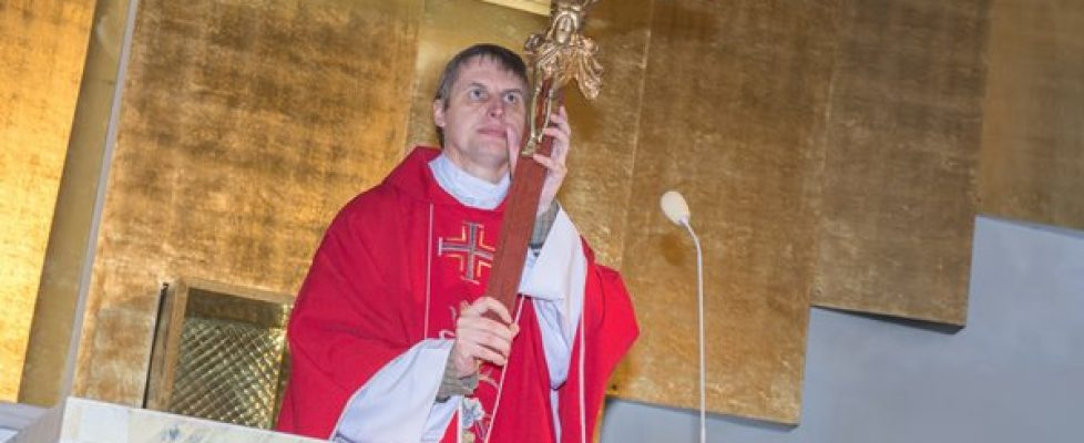 Wielki Piątek w parafia Mirów. Oto drzewo krzyża..