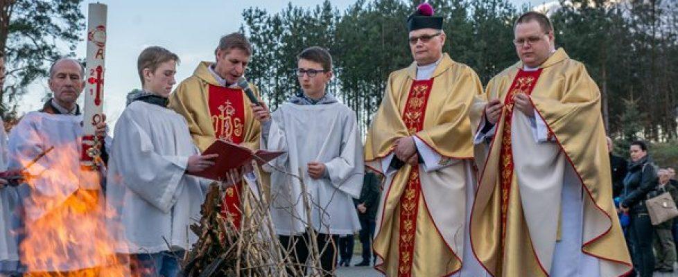 Ogień iwoda: liturgia Wigilii Paschalnej